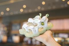 夏季女童凉鞋2020新款包头软底小女孩公主鞋可爱小雏菊儿童沙滩鞋